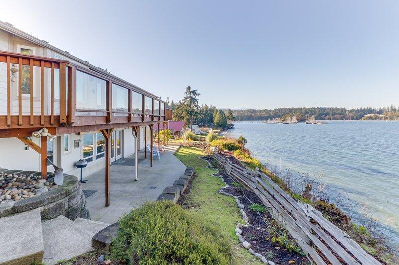 Bayfront home overlooking marina-mountain views, beach access, holiday rental in Adelma Beach