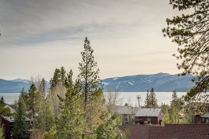 Comfortable family condo w/ shared pool, hot tub, & tennis - lovely lake views! Chalet in Alpine Meadows