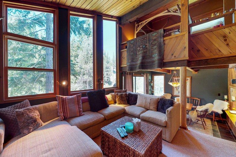Unique home w/river in backyard, private sauna, near Alpine Meadows Chalet in Squaw Valley