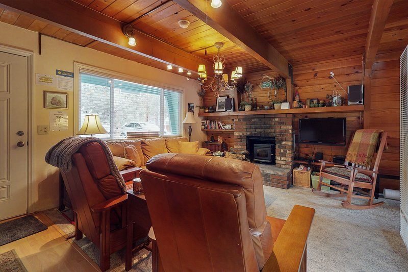 NEW LISTING! Rustic house with WiFi, stove, patio, heater