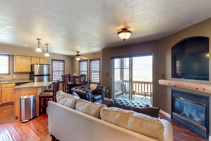 Well-situated condo w/ lake view & shared pool - near ski resorts Chalet in Park City