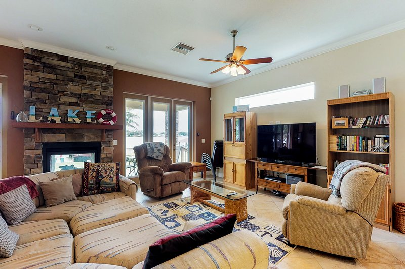 Dog-friendly lakefront home w/ private dock & nearby beach - snowbirds welcome!, holiday rental in Lake Placid