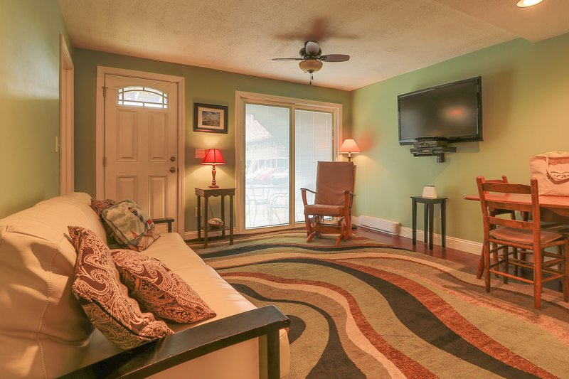 Cozy condo w/ private patio less than a mile from downtown Wells and the beach, vacation rental in Wells