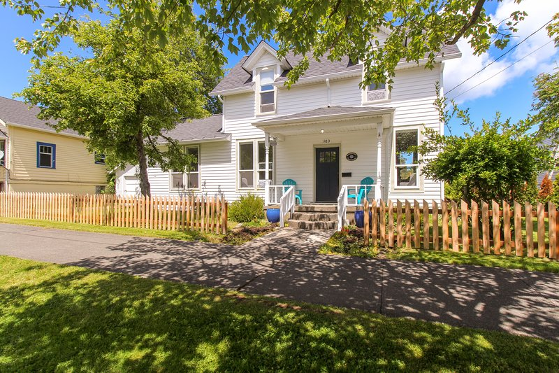 Charming downtown home near restaurants & park!, vacation rental in Anacortes