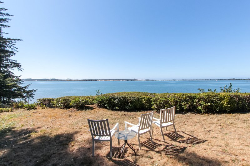 Comfortable house w/ panoramic bay views - beach nearby!, Ferienwohnung in Lakeside