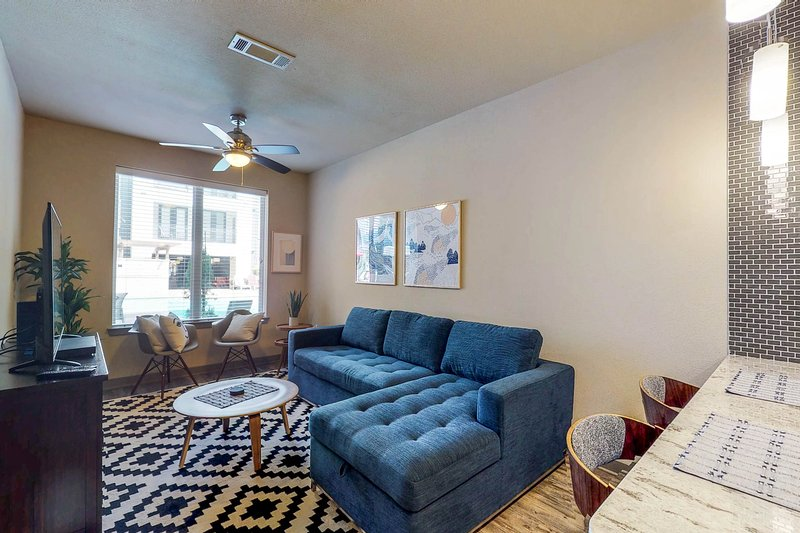 Family-friendly apartment w/ shared pool & fitness room - close walk to downtown, location de vacances à Dallas