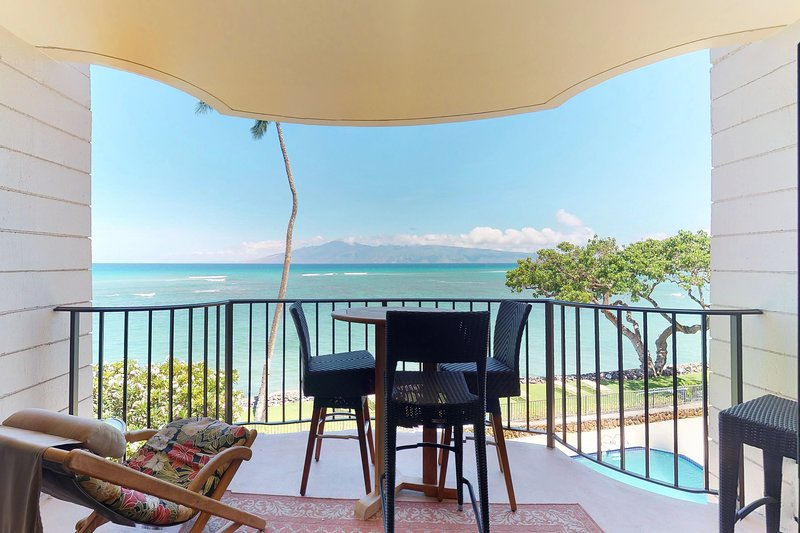 Oceanfront condo w/ shared pool & spectacular views from private lanai!, holiday rental in Lahaina