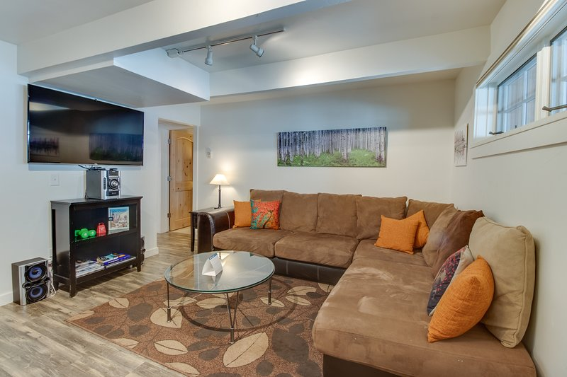 Cozy downtown condo - close to golf - walk to dining, shopping, & the slopes! Chalet in Aspen