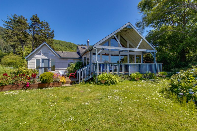 Enjoy serenity from this Sandlake bayfront, dog-friendly home w/ private hot tub, vacation rental in Pacific City