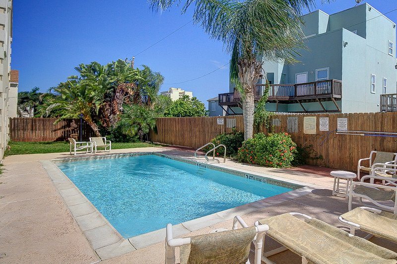 Adorable home w/ pool, private patio, 1/2 block to beach, vacation rental in Port Isabel