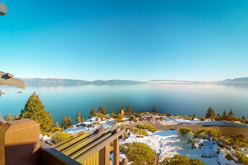 Spacious home w/ shared hot tub/pool/sauna, lake views!, holiday rental in Squaw Valley