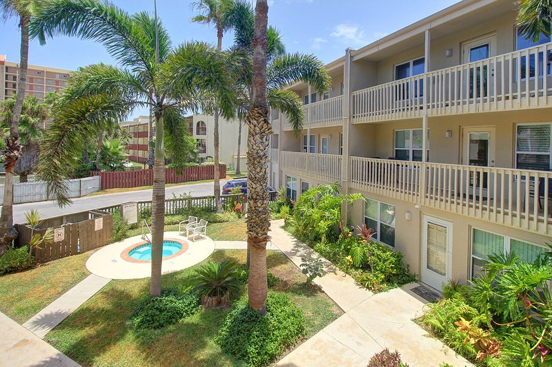Dog-friendly condo near the beach with shared pool and hot tub!, vacation rental in Port Isabel