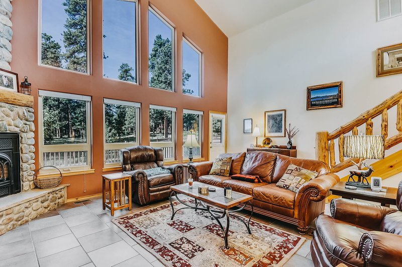 Dog-friendly home among the trees w/ fireplace, yard, & large deck, holiday rental in Pagosa Springs