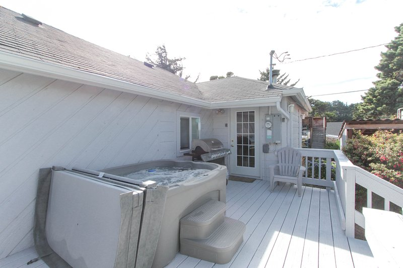 Walk In Hot Tub.New Listing Private Dog Friendly Home W Hot Tub Walk To