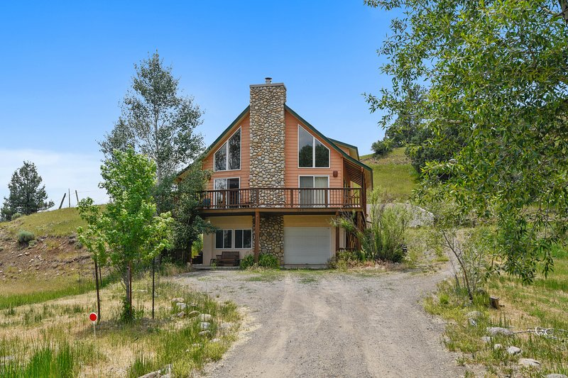 Downtown home w/ two living spaces & a wraparound deck - dogs are OK!, holiday rental in Pagosa Springs