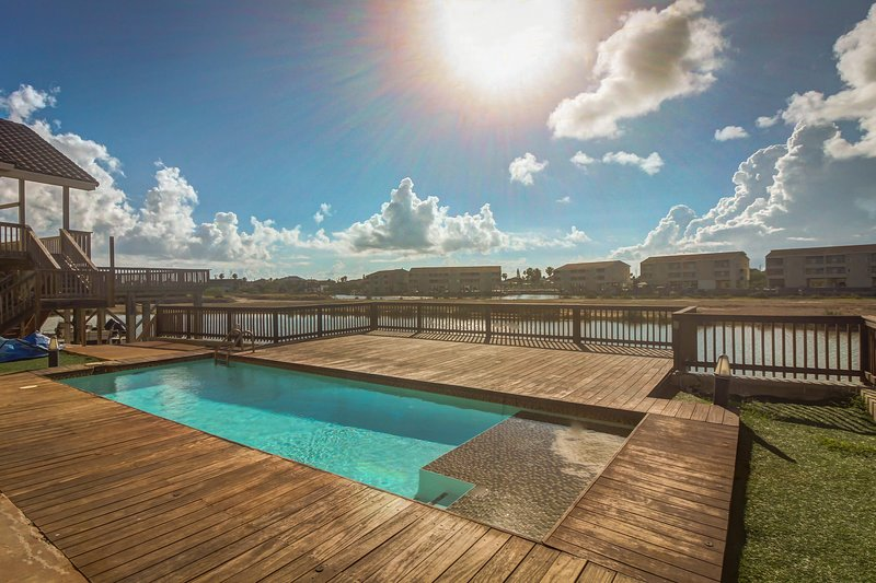 Modern waterfront home w/ stunning private pool & deck - dog friendly!, vacation rental in Port Isabel