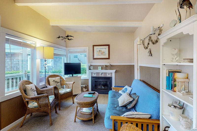 Beautiful dog-friendly cottage w/ shared courtyard, holiday rental in Pacific Beach