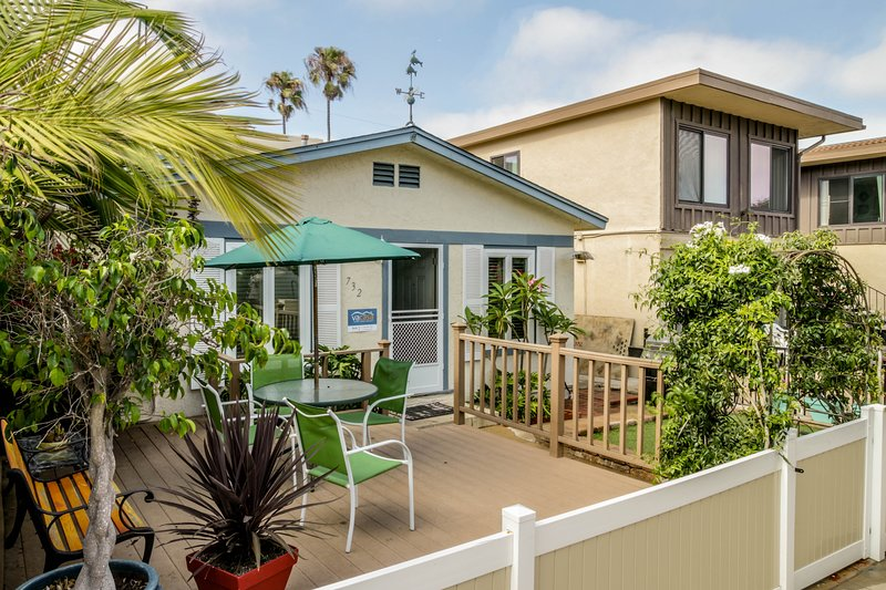 Relaxing beach cottage w/fenced-in patio & BBQ set. Just blocks from boardwalk!, vacation rental in Elvira