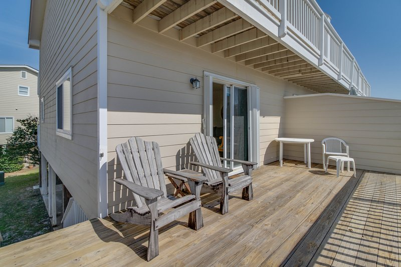 Cozy seaside condo w/ shared pool & central beach location - snowbirds welcome!, vacation rental in Blue Mountain Beach