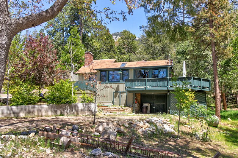 Dog-friendly home w/peaceful location near town & activities, holiday rental in Idyllwild