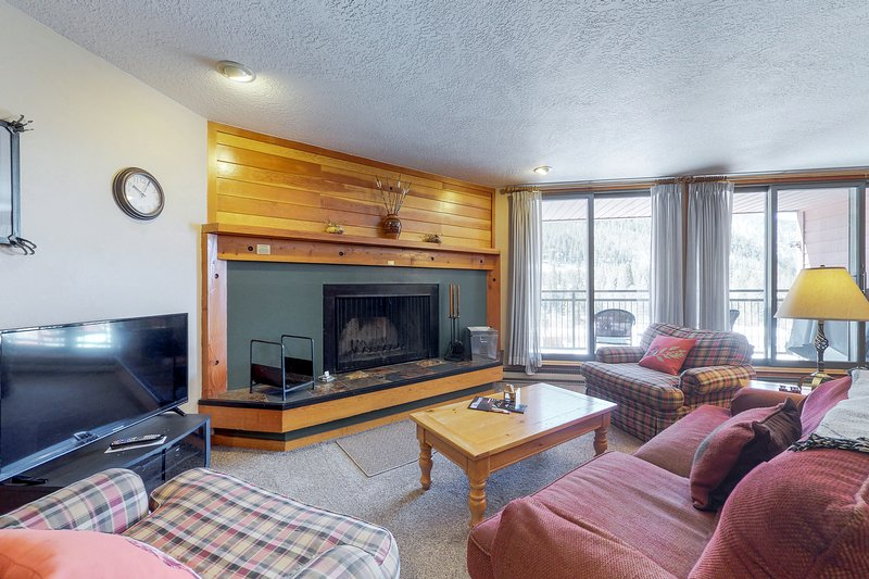 Spacious condo w/shared hot tub & pool, near the conference center Chalet in Keystone