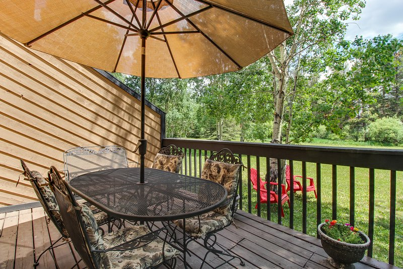 Mountain retreat w/private deck, yard & close to Frisco Marina!, holiday rental in Frisco