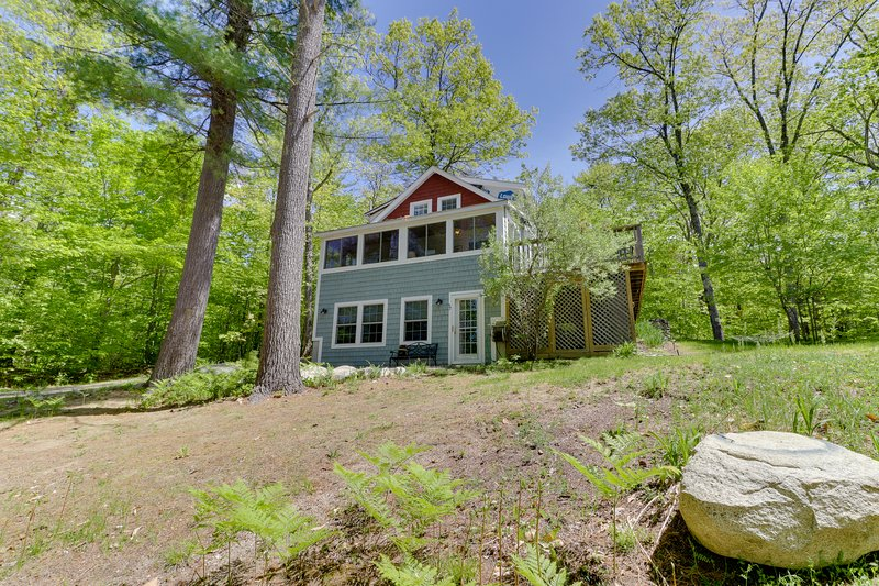 Cozy cottage w/deck, grill, & outdoor firepit - near town & slopes, vacation rental in Windham