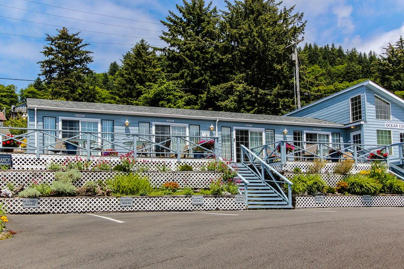 Boutique dog-friendly oceanview motel with space for 22!, vacation rental in Yachats