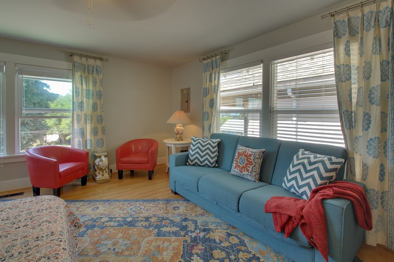 Renovated condo in historical bldg near Seattle-Bremerton ferry!, holiday rental in Port Orchard