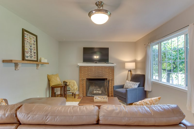 Charming & family-friendly home in Redmond near parks & downtown!, holiday rental in Prineville