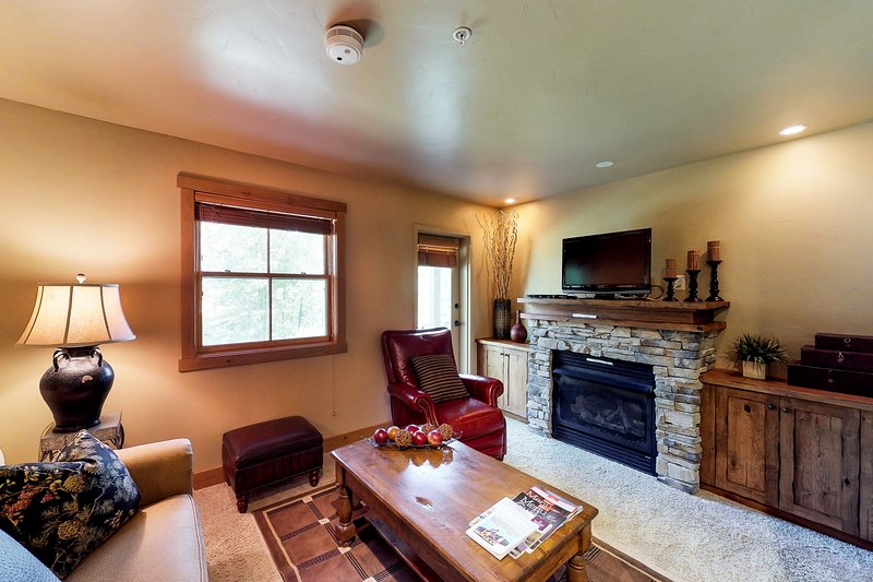 Convenient condo w/ patio - near golf & slopes! Chalet in Park City