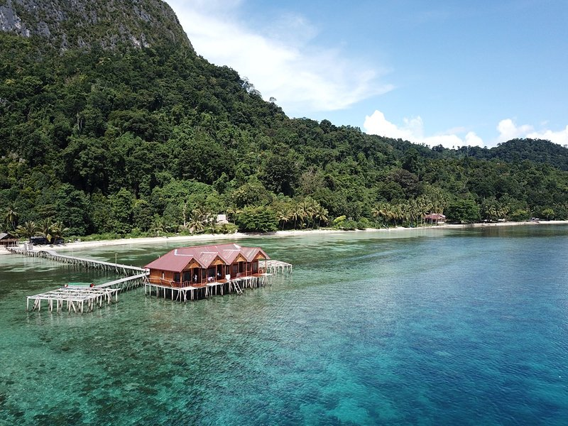 Ora Sunrise View Resort (Bedroom 1), holiday rental in Maluku
