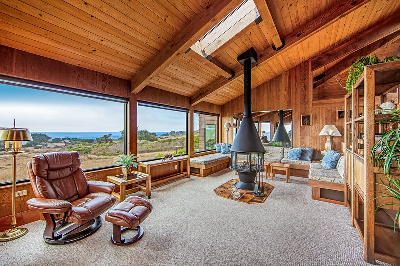 Stunning home w/ ocean view, multiple decks, shared pool & more!, vacation rental in The Sea Ranch