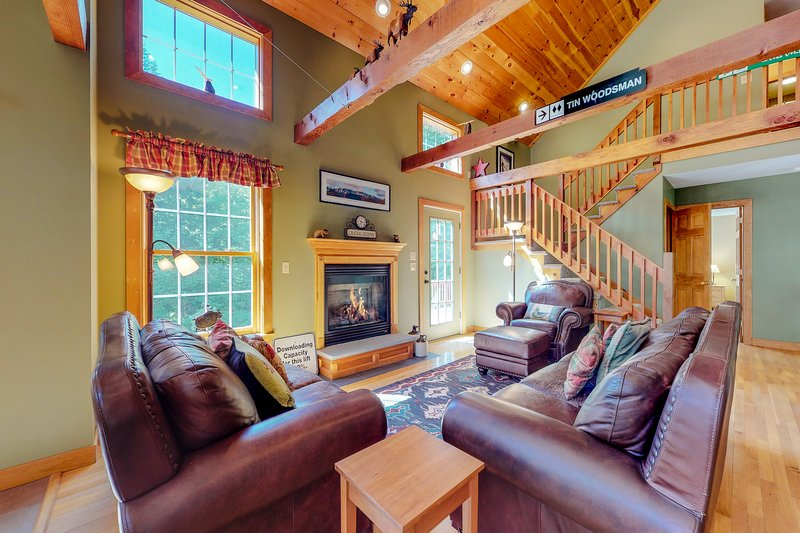 Dog-friendly home w/ outdoor fire & private hot tub - near skiing!, holiday rental in Hanover
