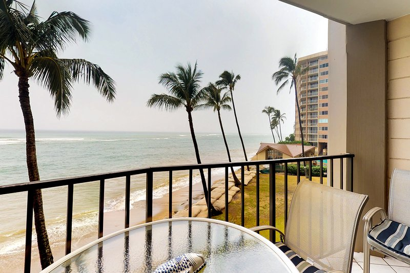 Oceanfront condo w/sunset & ocean views, heated pool, big lanai, holiday rental in Lahaina