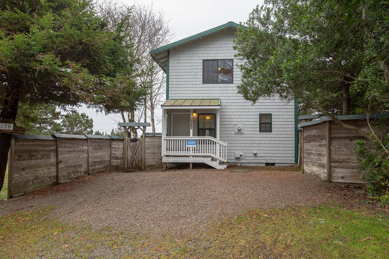 Dog-friendly oceanview home w/ large fenced yard - walk to the beach!, holiday rental in Otter Rock