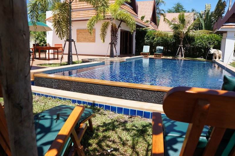 OrientalThai pool villa private swimmingpool, vacation rental in Ban Phe