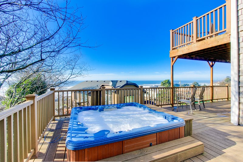 Enjoy gorgeous ocean view decks, a private hot tub & a well-stocked game room!, vacation rental in Neotsu