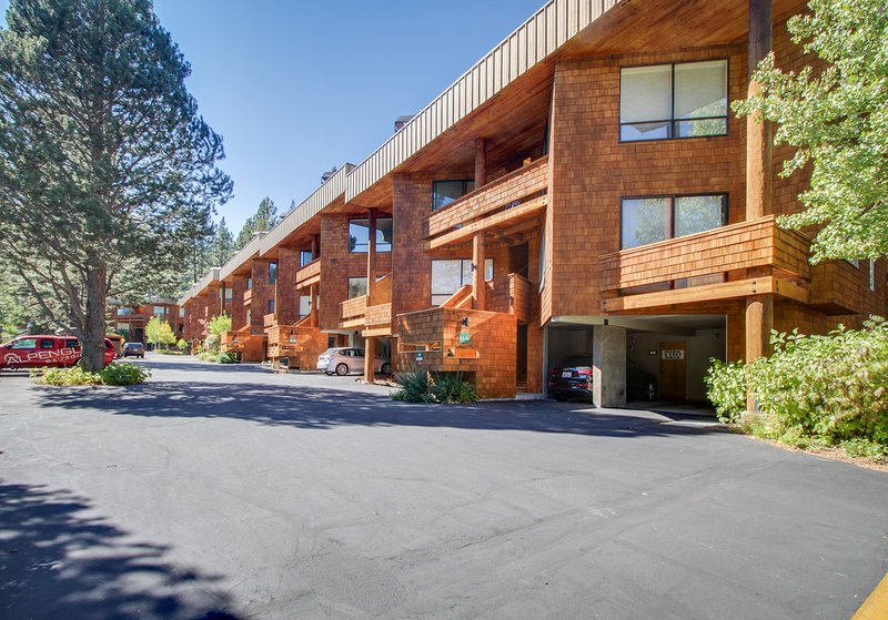Chic, dog-friendly condo w/ great mountain views & shared pool Chalet in Squaw Valley