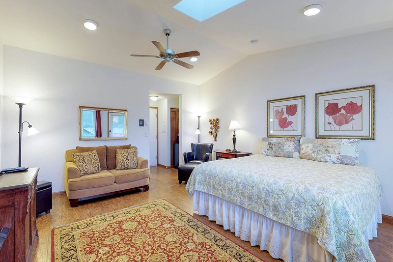 Romantic oceanfront suite - dog-friendly with great views!, vacation rental in Yachats