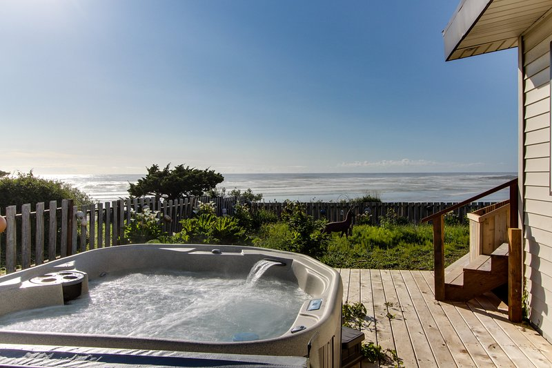 Dog-friendly, oceanfront house w/ private hot tub & beach access, vacation rental in Yachats