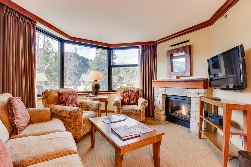 Lovely ski-in/ski-out plus shared hot tub, pool, and spa access! Chalet in Squaw Valley