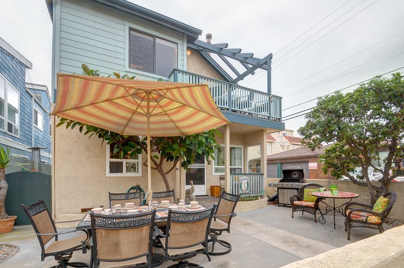 Dog-friendly, beach-side home stocked w/beach toys & bikes!, vacation rental in Elvira