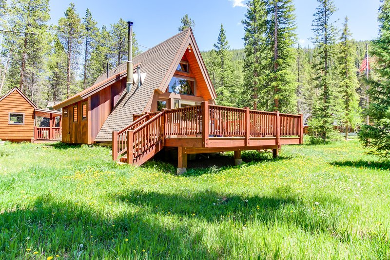 Classic A-frame cabin in tranquil setting, near skiing & hiking, vacation rental in Breckenridge