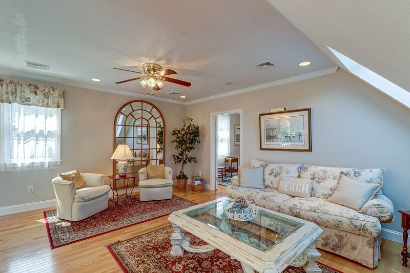 Quiet, luxury retreat surrounded by serene gardens and landscaping, vacation rental in West Chatham