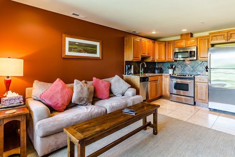 Downtown Chelan condo w/ private balcony & shared pool!, vacation rental in Chelan