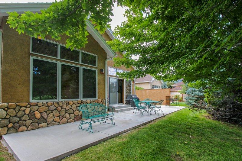 Spacious single-level home close to Dalton Ranch Golf Course, holiday rental in Durango