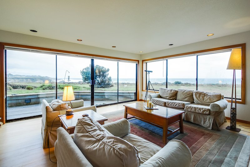 Dog-friendly oceanfront home w/private hot tub, shared pool, views from deck, vacation rental in Gualala