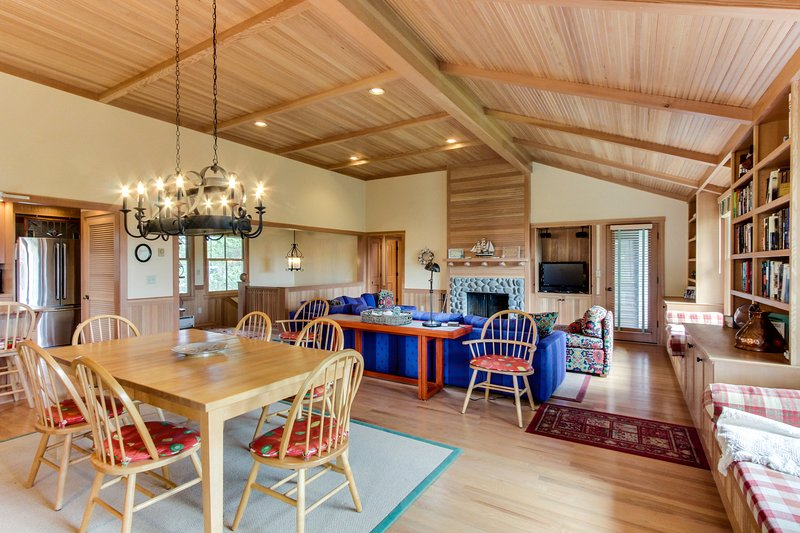 Dog-friendly, modern rustic house w/ bay view, easy beach access, vacation rental in Gearhart