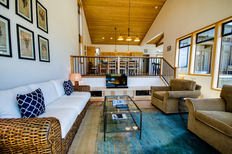 Ocean view dog-friendly home w/ private hot tub & shared pool, vacation rental in Gualala
